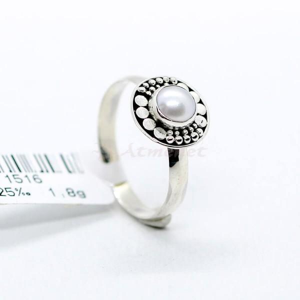 Igazgyönggyel díszített ezüst gyűrű